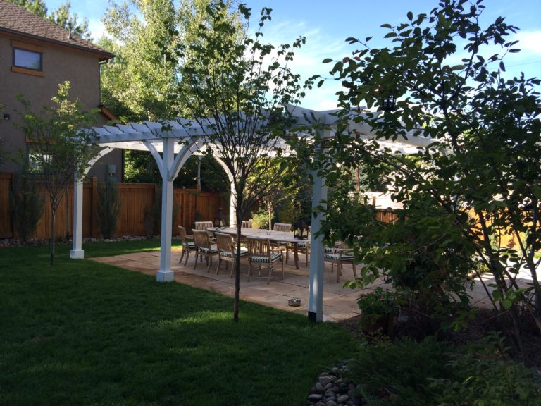 Outdoor Dining Area in Centennial
